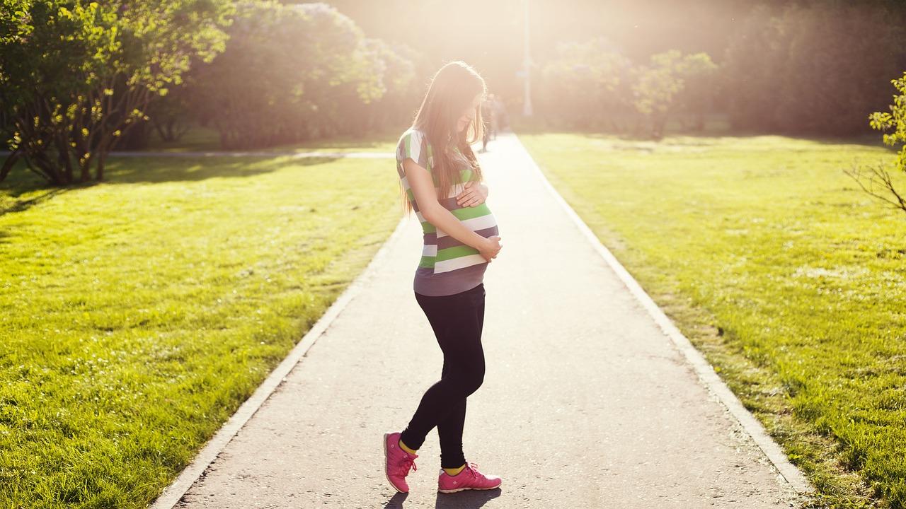 Jestem w ciąży i co dalej? Jak przejść przez ciąże? Na co zwrócić uwagę i czego unikać? Podpowiadamy.