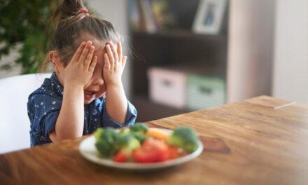 Niemowlę lub dziecko nie chce jeść warzyw i owoców? Sprawdzone sposoby na niejadka