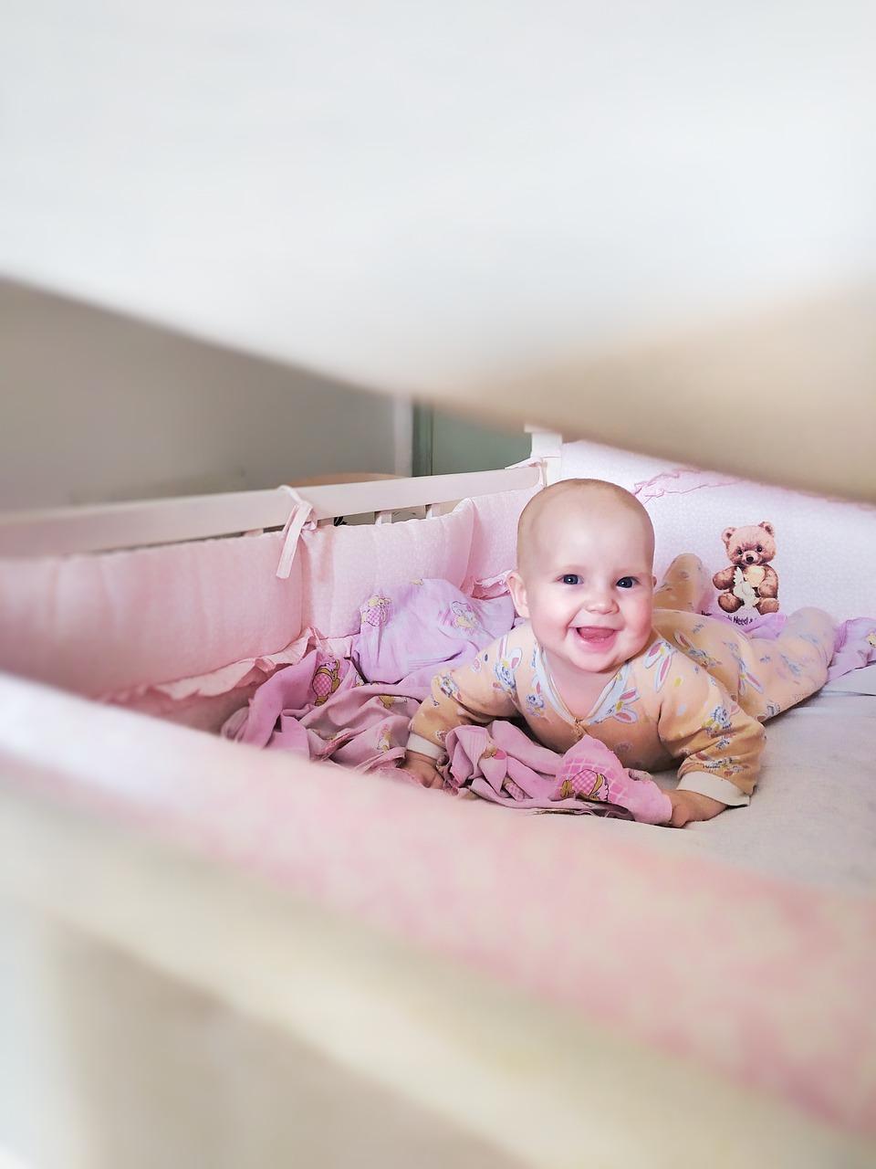 Materac i łóżeczko dla niemowlaka – nie bagatelizuj, to jednak ma znaczenie!