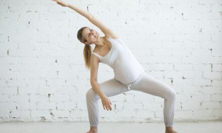 Bezpieczne ćwiczenia w ciąży w domu.